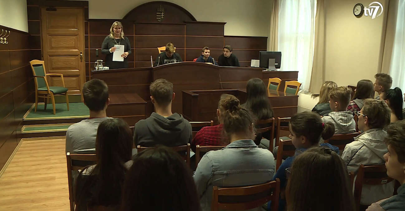 Diákok a bíróságon Békéscsabán is