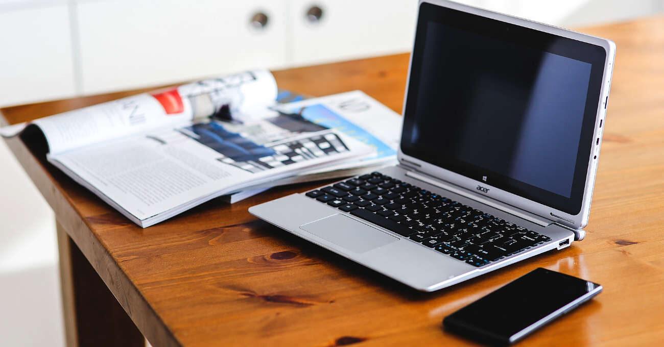 Laptop, újság