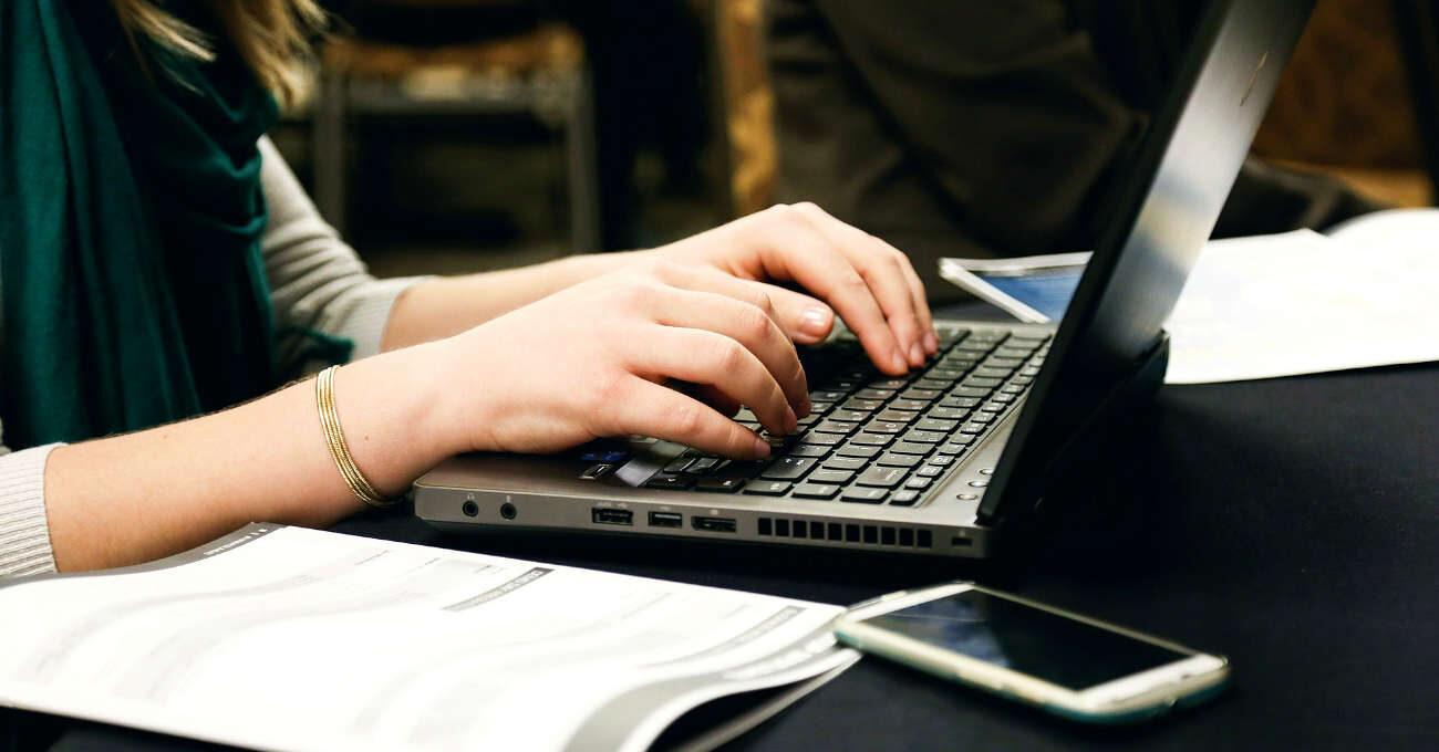 Laptop, távoktatás