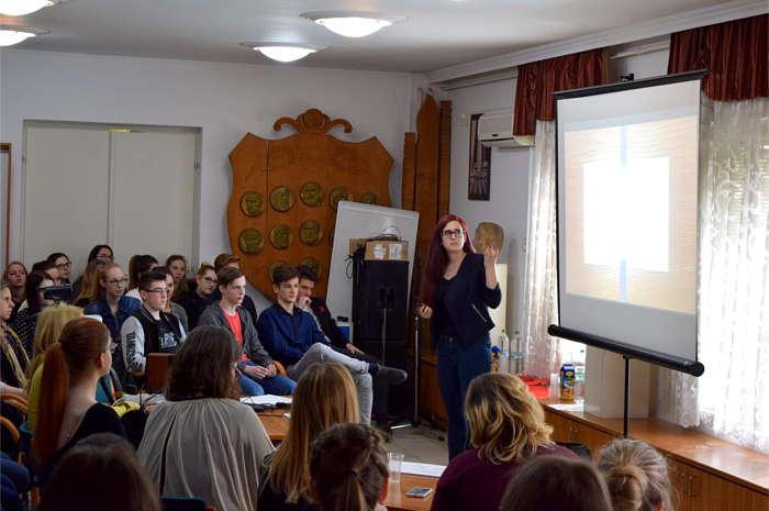 Angol nyelven érveltek a diákok